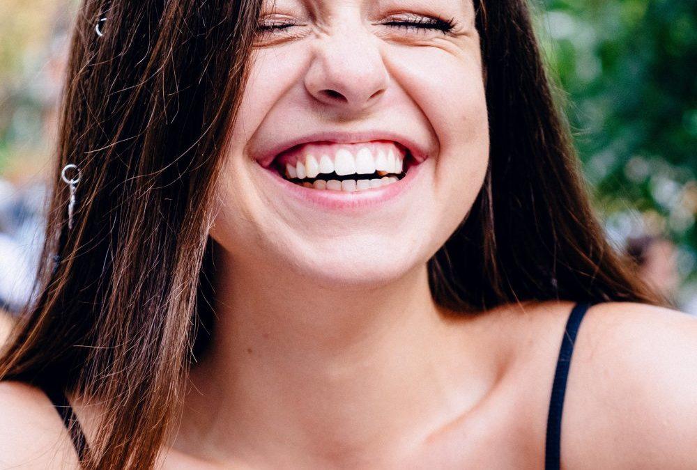 Vink farvel til skæve tænder med en invisalign behandling